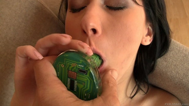 Angelica Kitten sucking the green buttplug